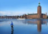 Skridskoåkare vid Stockholms Stadshus