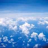 Cumulusmoln över havet